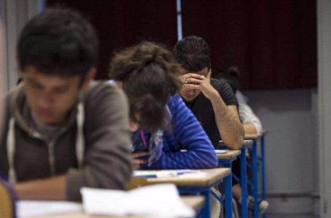 Teen students taking test.