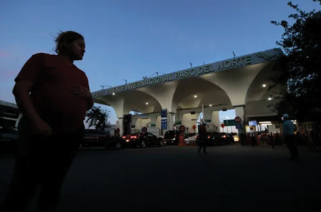 U.S border at Juarez, Mexico at night